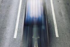 Μετακίνηση αυτοκινήτων ταχύτητας στο δρόμο πόλεων Στοκ εικόνες με δικαίωμα ελεύθερης χρήσης