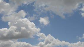 Μετακίνηση σύννεφων την άνοιξη φιλμ μικρού μήκους