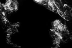 Μετακίνηση του καπνού στο σκοτάδι Στοκ εικόνες με δικαίωμα ελεύθερης χρήσης