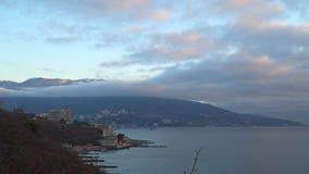 Μετακίνηση χρόνος-σφάλματος των σύννεφων πέρα από τη θάλασσα και τα βουνά απόθεμα βίντεο