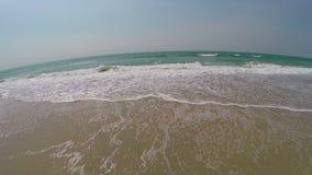 Μετακινηθείτε κατά μήκος της ήρεμης παλίρροιας ακτών απόθεμα βίντεο