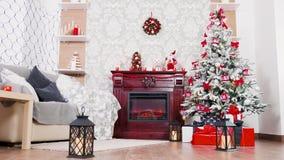 Μετακινηθείτε τον πυροβολισμό διακοσμημένου του Χριστούγεννα δωματίου απόθεμα βίντεο