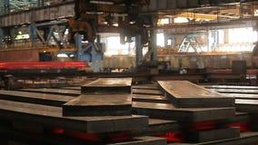 Μεταλλεία και σφυρηλατημένο κομμάτι μετάλλων Μεγάλες χαλυβουργικές εργασίες Κυλημένο εργοστάσιο μετάλλων απόθεμα βίντεο