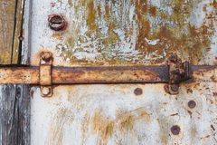 Μεταλλικά οξυδωμένα στοιχεία Μηχανισμός κλειδαριών σκουριάς στο εγκαταλειμμένο εργοστάσιο στοκ εικόνα