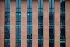 Μεταμοντέρνα πρόσοψη οικοδόμησης Στοκ φωτογραφία με δικαίωμα ελεύθερης χρήσης