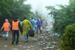 Μετανάστες από τη Συρία στη βροχή Στοκ φωτογραφία με δικαίωμα ελεύθερης χρήσης