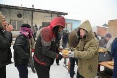 Μετανάστες σε Βελιγράδι κατά τη διάρκεια του χειμώνα στοκ εικόνες