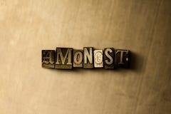 ΜΕΤΑΞΥ - κινηματογράφηση σε πρώτο πλάνο της βρώμικης στοιχειοθετημένης τρύγος λέξης στο σκηνικό μετάλλων Στοκ εικόνα με δικαίωμα ελεύθερης χρήσης