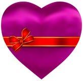 Μεταξωτή ρόδινη καρδιά σατέν με την κόκκινη κορδέλλα Στοκ φωτογραφία με δικαίωμα ελεύθερης χρήσης