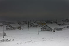 Μεταξύ δύο ρωγμών της χιονοθύελλας Στοκ φωτογραφία με δικαίωμα ελεύθερης χρήσης