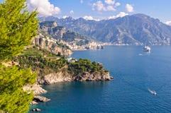 Μεταξύ του dei Marini Conca και της ακτής Positano - της Αμάλφης Στοκ Φωτογραφία