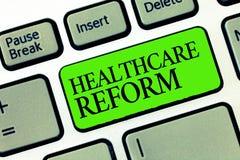 Μεταρρύθμιση υγειονομικής περίθαλψης κειμένων γραψίματος λέξης Επιχειρησιακή έννοια για την καινοτομία και βελτίωση στην ποιότητα στοκ εικόνα