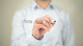 Μετατρέψτε το πάθος σας σε κέρδος, άτομο που γράφει στη διαφανή οθόνη απόθεμα βίντεο