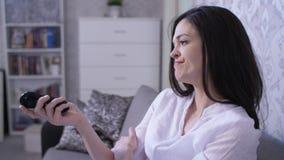 Μετατροπή γυναικών που τρυπά τα τηλεοπτικά κανάλια φιλμ μικρού μήκους