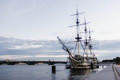 Μεταφορά Αγία Πετρούπολη νερού Στοκ φωτογραφία με δικαίωμα ελεύθερης χρήσης