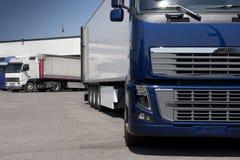 Μεταφορά με φορτηγό και διοικητικές μέριμνες στοκ εικόνες