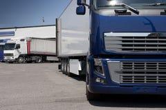 Μεταφορά με φορτηγό και διοικητικές μέριμνες Στοκ φωτογραφία με δικαίωμα ελεύθερης χρήσης
