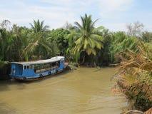 Μεταφορά νερού για τους περιπάτους στο στενό δέλτα του ποταμού Μεκόνγκ στοκ εικόνες με δικαίωμα ελεύθερης χρήσης