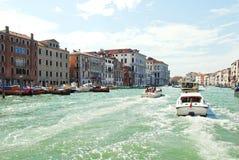 Μεταφορά νερού στο μεγάλο κανάλι, Βενετία Στοκ Εικόνες