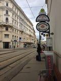 Μεταφορά στάσεων λεωφορείου της Βιέννης ιστορική στοκ φωτογραφίες