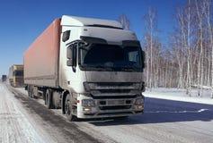 Μεταφορά φορτίου από το φορτηγό στοκ φωτογραφία με δικαίωμα ελεύθερης χρήσης