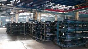 Μεταφορέας με ελαστικά στο εργοστάσιο απόθεμα βίντεο