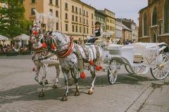 Μεταφορές αλόγων στο κύριο τετράγωνο στην Κρακοβία στοκ φωτογραφία