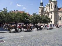 Μεταφορές στην παλαιά πλατεία της πόλης στην Πράγα στοκ φωτογραφία με δικαίωμα ελεύθερης χρήσης