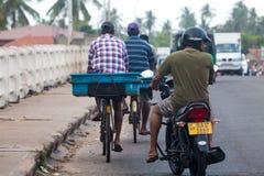 Μεταφορείς προμηθευτών ψαριών μηχανικών δίκυκλων, Negombo Σρι Λάνκα στοκ εικόνα