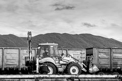 Μεταφόρτωση άνθρακα των σιδηροδρομικών βαγονιών εμπορευμάτων Στοκ φωτογραφία με δικαίωμα ελεύθερης χρήσης