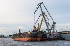Μεταφόρτωση σκαφών του καναλιού λιμένων Στοκ Φωτογραφία