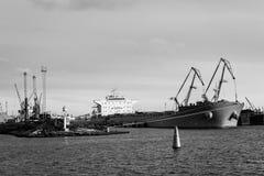 Μεταφόρτωση σκαφών του καναλιού λιμένων Στοκ Φωτογραφίες