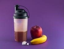 Μετα γεύμα workout με τον ορρό γάλακτος στοκ φωτογραφία με δικαίωμα ελεύθερης χρήσης