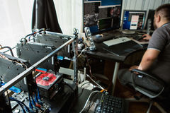 Μεταλλεία προγραμματιστών bitcoin Στοκ Εικόνες