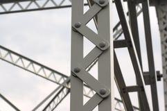 Μεταλλική λεπτομέρεια γεφυρών αρχιτεκτονικής σιδήρου δομών ακτίνων Στοκ Εικόνες