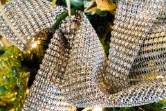 Μεταλλική διακοσμητική κορδέλλα Χριστουγέννων Στοκ φωτογραφίες με δικαίωμα ελεύθερης χρήσης