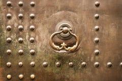 Μεταλλικός, μπουλόνια, αρχαία, πόρτα στοκ εικόνες