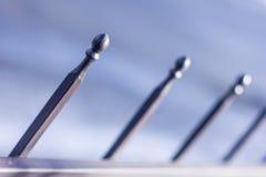 Μεταλλικός σφυρηλατημένος φράκτης με τις σφαίρες και τις ακίδες Στοκ Εικόνα
