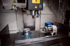 Μεταλλουργική CNC μηχανή άλεσης Στοκ Εικόνες