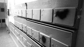 Μετα ταχυδρομείο κιβωτίων πόλεων bnw Στοκ Φωτογραφία