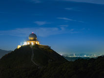 Μετεωρολογικός σταθμός τη νύχτα στοκ εικόνες