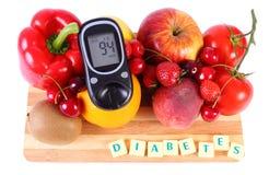 Μετρητής γλυκόζης με τα φρούτα και λαχανικά, υγιής διατροφή, διαβήτης στοκ εικόνες