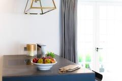 Μετρητής και παράθυρο κουζινών Στοκ Εικόνες
