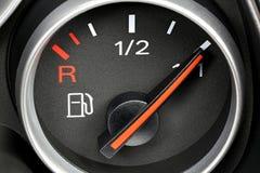 Μετρητής καυσίμων που παρουσιάζει πλήρη δεξαμενή στοκ εικόνες