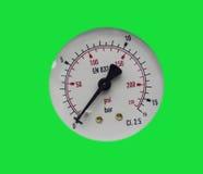 Μετρητής πίεσης/διαμέτρημα στο πράσινο υπόβαθρο στοκ εικόνες με δικαίωμα ελεύθερης χρήσης