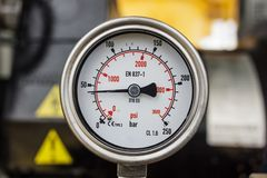 Μετρητής πίεσης σε λειτουργία πετρελαίου και φυσικού αερίου Στοκ Φωτογραφία