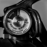 Μετρητής πυροσβεστήρων κινηματογραφήσεων σε πρώτο πλάνο γραπτός στοκ φωτογραφία με δικαίωμα ελεύθερης χρήσης