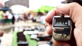 Μετρώντας άνθρωποι στην αγορά απόθεμα βίντεο