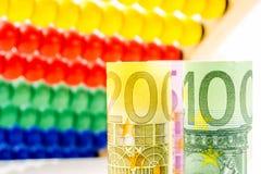 Μετρώντας επιχειρησιακά εισοδήματα Στοκ Φωτογραφίες