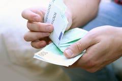 μετρώντας ευρώ Στοκ Φωτογραφίες